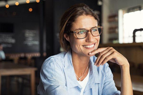 Portrait d'une femme ayant eu recours à la génioplastie